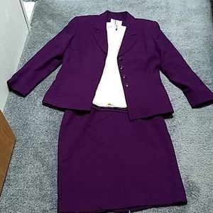 Le Suit skirt set grape color